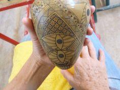 Olla de cerámica Mata Ortiz de la ceramista cancunense Teresa Cervantes.  Taller de cerámica Paquimé del Maestro Eusebio Ortega. http://dianawestrup.wordpress.com