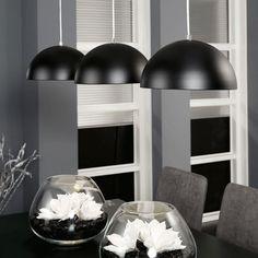 Mooie strakke lamp - Zwarte hanglamp boven eettafel Interior Lighting, Interior Ideas, Minimalism, Sweet Home, Lights, Retro, Dining, Xl, Home Decor