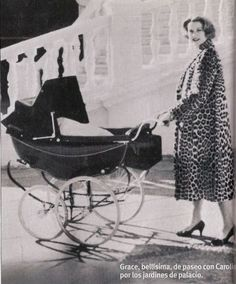 Princess Grace Kelly, Princess Caroline Of Monaco, Princess Stephanie, Monte Carlo, Patricia Kelly, Vintage Pram, Princesa Carolina, Prince Rainier, Baby Buggy