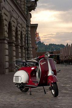 Photoshooting with a beautiful vespa of a friend of mine. Piaggio Vespa, Moto Vespa, Scooters Vespa, Vespa Motorcycle, Scooter Bike, Lambretta Scooter, Motor Scooters, Motorcycle Quotes, Vespa Vintage