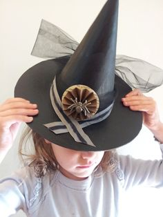 I love the spider/paper embellishment on this hat! From angry chicken. Halloween Crafts For Kids, Spooky Halloween, Halloween Treats, Halloween Costumes, Angry Chicken, Decor Crafts, Diy Crafts, Cardboard Art, Projects For Kids