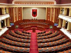 Në orët e vona të mbrëmjes së të premtes trupa e gjyqtarëve të Kolegjit Zgjedhor i dha fund shpërndarjes së mandateve në bazë të rezultatit të votës që shqiptarët hodhën më 23 qershor. http://www.top-channel.tv/artikull.php?id=261596