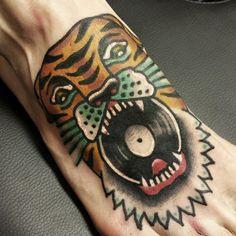 hexa pdc lion vinyl traditional tattoo