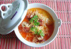 Tejfölös kapros káposztaleves Thai Red Curry, Ethnic Recipes, Food, Drinks, Kitchen, Drinking, Cuisine, Kitchens, Drink