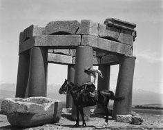 Elias Muhanna writes about the letter of Gertrude Bell, a British traveller, archeologist, and spy who was central to the founding of modern Iraq. Gertrude Bell, Naher Osten, Newcastle University, Lawrence Of Arabia, Tilda Swinton, We Are The World, Baghdad, Travel Alone, Women In History