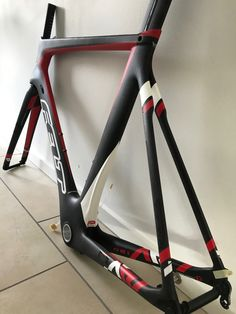 So here it is. Model 2016 found on edelrad.de at a nice price. Size 58 (I am 184cm), 1.795kg. Fork included but no bottom bracket. Internal cabling and ready for electronic gear group.