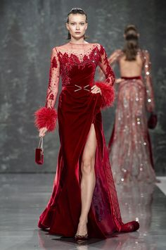 The Chic Technique: Ziad Nakad Haute Couture Red Evening Gown Fall/Winter Collection Dresses Elegant, Nice Dresses, Red Fashion, Runway Fashion, Couture Dresses, Fashion Dresses, Style Haute Couture, Collection Couture, Red Gowns