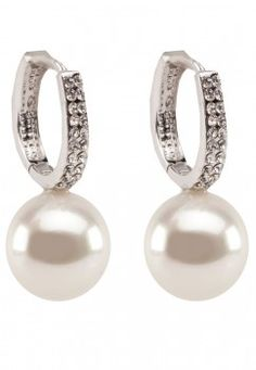 Pearl earring by Black Queen http://www.wedding.com.my/accessories/black-queen/pearl-earring/4146