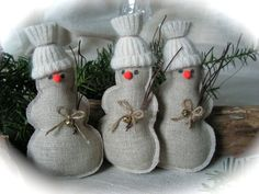 C'est mignon bonhommes de Noël fait à la main. Ils aura fière allure sur l'arbre de Noël, ou comme votre décoration de table, aussi parfaite pour cadeau de Noël. Mesure - 5 de hauteur