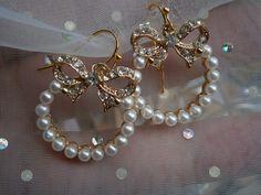 Ohrringe Perlen mit Schleife süßer Brautschmuck von kunstpause auf DaWanda.com