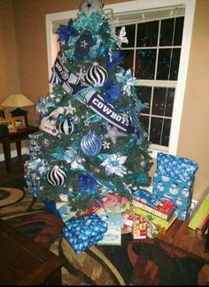 Cowboys tree - I actually used to have my own version of this before! Lol