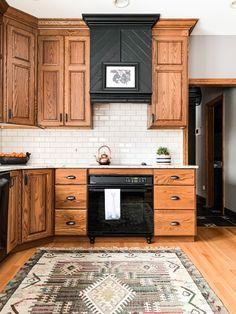 Oak Kitchen Cabinets, Kitchen Redo, Home Decor Kitchen, Home Kitchens, Kitchen Small, Oak Kitchen Remodel, Honey Oak Cabinets, Decorating Kitchen, Island Kitchen