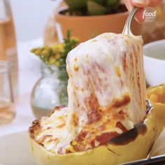 Just add tomato-basil sauce and mozzarella for the easiest Spaghetti Squash Bake 😍 Total MomWins, Bev! Sponsored by 255016397637096112 Courge Spaghetti, Baked Spaghetti Squash, Baked Squash, Easy Spaghetti Squash Recipes, Vegan Spaghetti, Low Carb Recipes, Cooking Recipes, Healthy Recipes, Cooking Fish