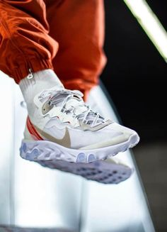 Nike React Element 87 Sole Trees designs high quality premium shoe trees for sneakers that reverse and minimize creasing and help maintain original shape when not being worn Ankle Sneakers, New Sneakers, Sneakers Fashion, Sneakers Nike, Hypebeast, Streetwear, Suit And Tie, Sporty Style, Swagg