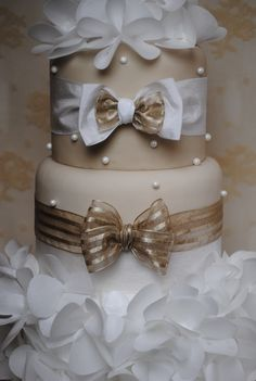 how to make a ribbon bow for a cake