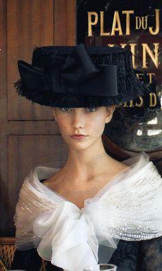 Romantic round hat.