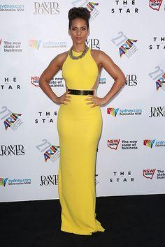ALICIA KEYS  La cantante llegó a la entrega de los premios ARIA en Sídney, Australia, luciendo sus impresionantes curvas en un vestido amari...