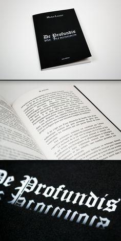 Livre en Dos Carré Collé en 14,85x21cm / Couverture à l'encre blanche sur papier SirioColor Nero 290g / Intérieur noir et blanc sur papier Bouffant Blanc 80gr #HPIndigo #encreblanche
