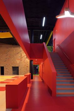 Image 16 of 35 from gallery of Sports and Leisure Center in Saint-Cloud / KOZ Architectes. Photograph by Stephan Lucas Gym Center, Youth Center, Gym Interior, Interior Architecture, Interior Design, Minimal Architecture, Futuristic Interior, Indoor Climbing Wall, Community Space
