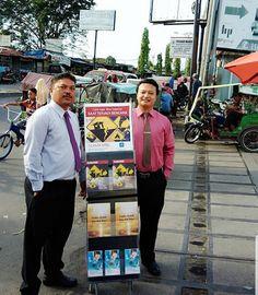 "4,230 Gostos, 7 Comentários - Joyful Servants of Jehovah God (@jw_inspirational) no Instagram: ""Cart Witnessing in a Fish and Vegetable Market Pajak Pagi, in Medan, @allnez_mbaru Thank you"""