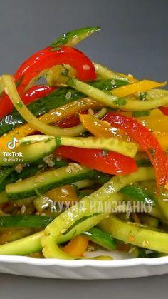Garlic Mushrooms, Stuffed Mushrooms, Vegetarian Recipes, Cooking Recipes, Good Food, Yummy Food, Vegetable Salad, Paleo Diet, Food Videos