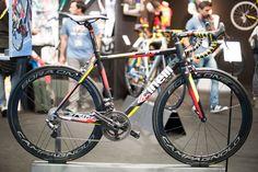 Hier dan wat fietsen van Eurobike 2014. Sommige zijn nieuw, andere oud maar daarom niet minder mooi! Hierboven Storck, hieronder: Merida, Alchemy, Gios, Bombtrack, Cinelli, Canyon, Scott, Stevens, Trek, DeRosa, Raleigh en Bianchi...