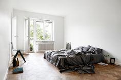 Minimalist bedroom #minimalist #platformbed