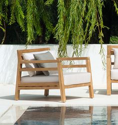 Armchair in natural or pickled teak or in painted mahogany. Ethimo - Costes