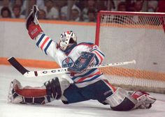 Grant Fuhr flashing the Leather