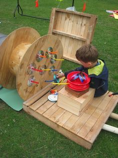 let the children play: 20 Playful Ideas for using Pallets at Preschool, – natural playground ideas Outdoor Learning Spaces, Kids Outdoor Play, Outdoor Play Areas, Backyard Play, Outdoor Fun, Natural Playground, Outdoor Playground, Playground Ideas, Used Pallets