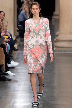 Sfilata Christopher Kane Londra - Collezioni Autunno Inverno 2017-18 - Vogue