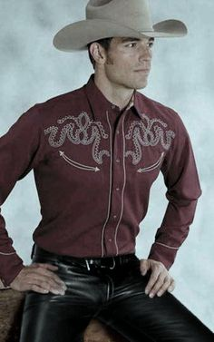 Latex Men, Hot Country Boys, Mens Leather Pants, Hot Cowboys, Leder Outfits, Mens Attire, Leather Fashion, Sexy Men, Bomber Jacket