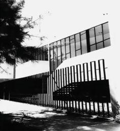 Detalle de la fachada, Casa en Andrade, calle Berlín 504, Andrade, León, Guanajuato, México 1959 (remodelado)  Arq. Agliberto Llamas Jiménez  Foto. Roberto Rosas -   Detail of the facade, House in Andrade, called Berlin 504, Andrade, Leon, Guanjuato, Mexico 1959 (remodeled)