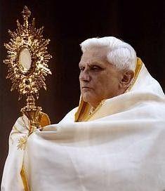 Pope Benedict XVI displays the Blessed Sacrament