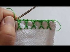 Crochet Edging Tutorial, Crochet Edging Patterns, Crochet Lace Edging, Diy Crochet, Crochet Doilies, Christmas Crafts Sewing, Crochet Boarders, Crochet Videos, Hand Embroidery Designs