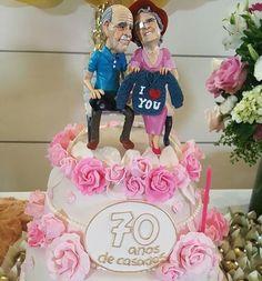 A repórter @rafabrites em matéria para o Mais Você participou de uma festa de 70 anos de casados! Acreditem! Bodas de vinho!  E olhem o bolo da comemoração que fofura!  #prontaparaosim #