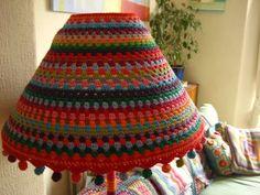 Precioso tutorial crochet lampara. Con fotos!!! ❥Teresa Restegui http://www.pinterest.com/teretegui/❥