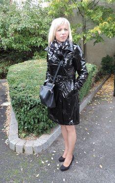 blue pvc hooded raincoat pvc raincoat pinterest imperm able et bleu. Black Bedroom Furniture Sets. Home Design Ideas