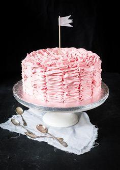 Röyhelökakku // Pink ruffle cake Food & Style Emma Iivanainen, Painted By Cakes Photo Emma Iivanainen www.maku.fi