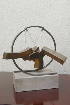 """Escultura """"Desarrollo geométrico para un espacio lúdico"""", de Luis Caruncho"""