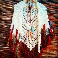 Bo-M: Xaile das 4 camadas Crochet Cardigan, Crochet Scarves, Crochet Shawl, Crochet Clothes, Knit Crochet, Crochet Designs, Crochet Patterns, Hippie Crochet, Shawl Patterns