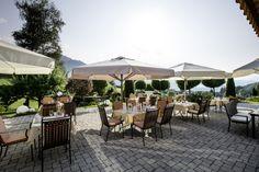 Dinner auf der Bichlhof Terrasse, natürlich mit Ausblick Restaurant, Patio, Table Decorations, Outdoor Decor, Home Decor, Wine Cellars, Winter Garden, House, Decoration Home