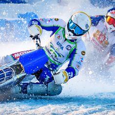 Snow Time ! - snow goggles Winter Sports, Helmet, Snow, Hockey Helmet, Winter Sport, Helmets, Eyes, Let It Snow
