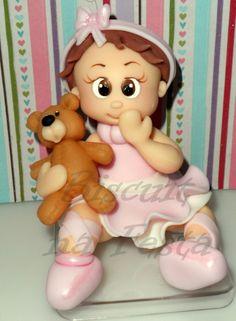 Topo de bolo personalizado Menina Bailarina Baby com ursinho - esculpido a mão em biscuit