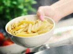 Myślisz, że wiesz, jak prawidłowo odcedzić makaron? Całe życie robiłeś to źle Macaroni And Cheese, Ethnic Recipes, Food, Gastronomia, Mac And Cheese, Essen, Meals, Yemek, Eten