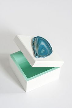 $10 DIY Agate Bauble Box | theglitterguide.com