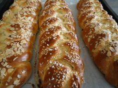 Oster - Striezel - Rezept Hot Dog Buns, Hot Dogs, Aperol, A Table, Banana Bread, Baking, Eat, Desserts, Food