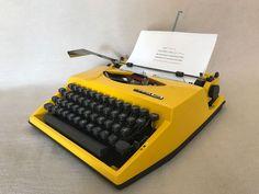 Schreibmaschine Adler Tippa S gelb mechanical portable typewriter