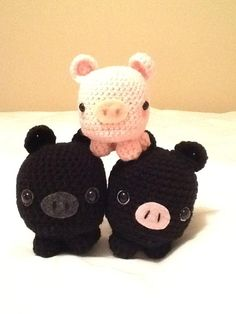 I made a whole micropig family using the free pattern by Studio Ami. Try it out!