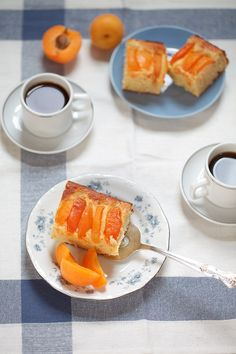 A simple recipe for a summery apricot and almond cake, that everyone can make. The dough is quickly mixed and topped with fresh and sweet apricots. | 1BigBite